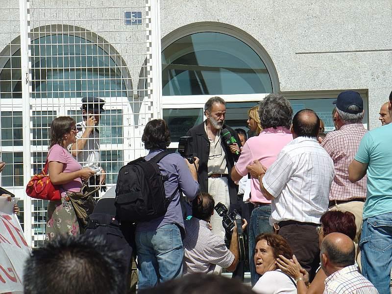 El Medico Luis Montes del Hospital Severo Ochoa de Leganes sale libre del juzgado ante el que declaro durante mas de 4 horas chantaje