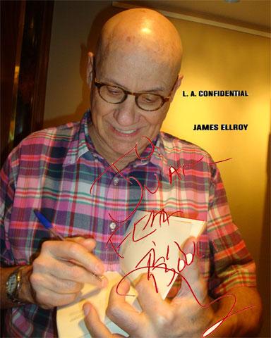 James Ellroy firma