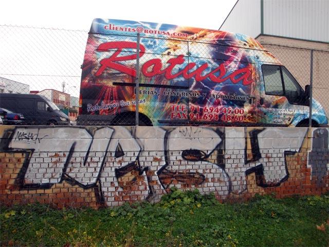 #graffiti el Nelshon #streetart Gunslingers arte de hacerse el muerto